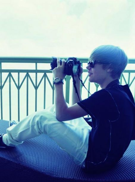 """Justin pose pour le magazine""""Elle"""" Ey738m10"""