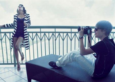 """Justin pose pour le magazine""""Elle"""" J9ec1s10"""