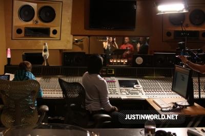 "Justin en studio d'enregistrement pour ""Maria's Madcap Adventures Normal23"