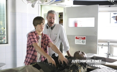 Justin devient acteur dans les experts Normal26