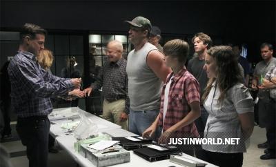 Justin devient acteur dans les experts Normal29