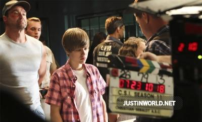 Justin devient acteur dans les experts Normal30