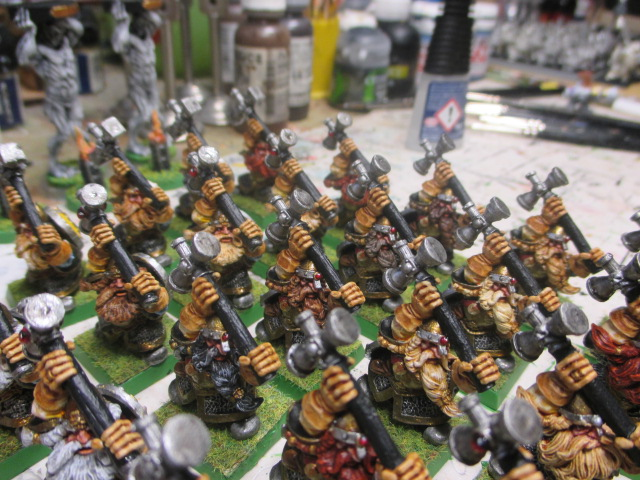 Warhammer :brise fer et martelier nain ,héros . Img_0074