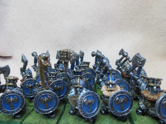 Warhammer :brise fer et martelier nain ,héros . Img_0080