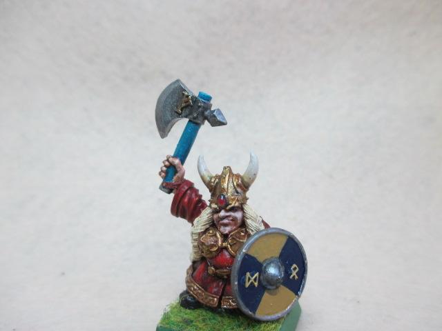 Warhammer :brise fer et martelier nain ,héros . Img_0082