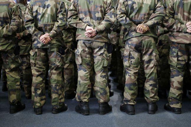 Création d'un nouveau régiment ! le 5ème Régiment de Dragons, vient de voir le jour au camp de Mailly !  Est-ce qu'enfin les menaces qui pèsent sur notre pays sont prises en compte par nos gouvernants ? Xvm2c210