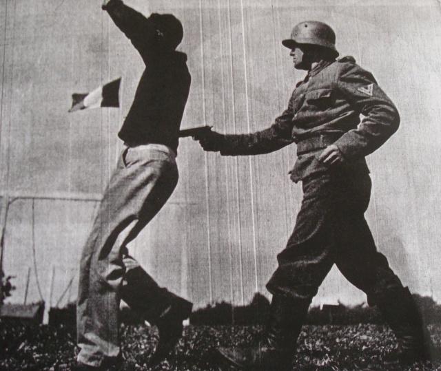 LES INSIGNES DU BATAILLON DE CHOC 1943/1963. - Page 3 Combat12
