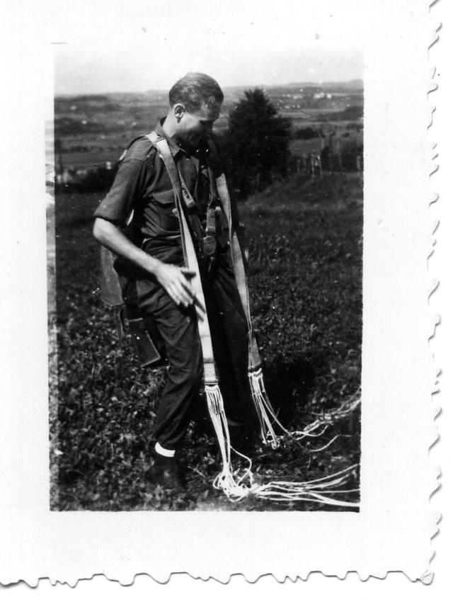 LES INSIGNES DU BATAILLON DE CHOC 1943/1963. - Page 3 Saut_p13