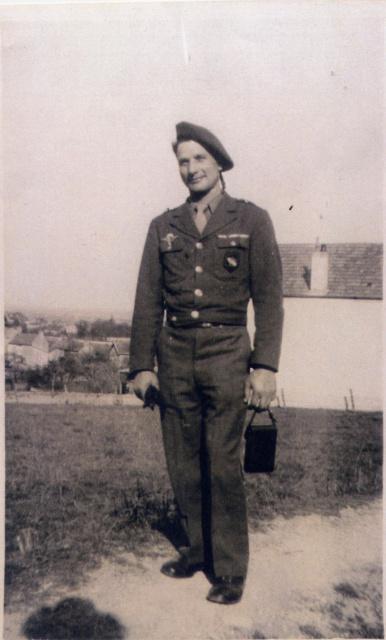 LES INSIGNES DU BATAILLON DE CHOC 1943/1963. - Page 3 Sgt_mi11