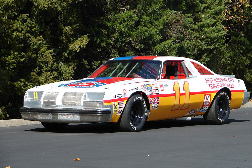 En commande Salvinos Jr... Buddy Baker 1980 Oldsmobile NASCAR !  Aa494710