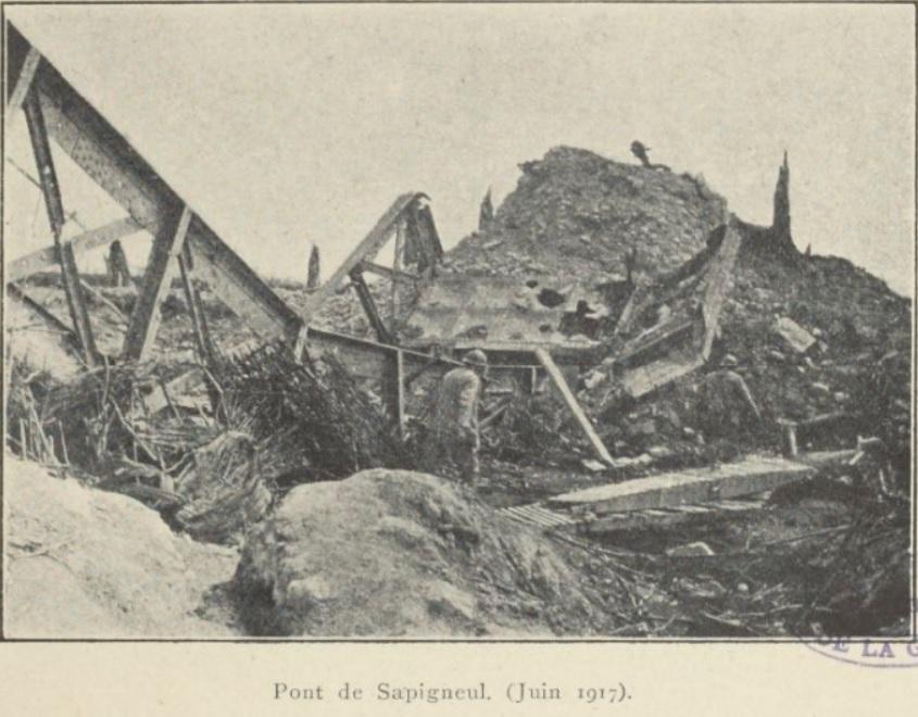 Une photo du pont détruit de Sapigneul Pont_s10