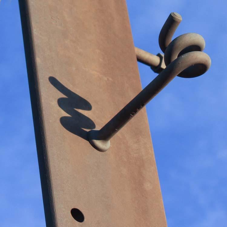 "Photos : ""insolite"" ou ""n'importe quoi"" ... hors Bretagne Pylone11"