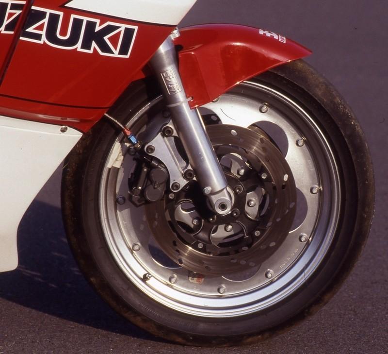 Suzuki GSXR 400  - Page 2 Img_1110