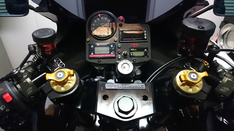 Kawasaki GPZ-R 900 et 750, 1000 RX, ZX 10 TOMCAT - Page 7 Img_1315