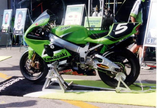 Kawasaki ZXR 750 - Page 4 Img_1425
