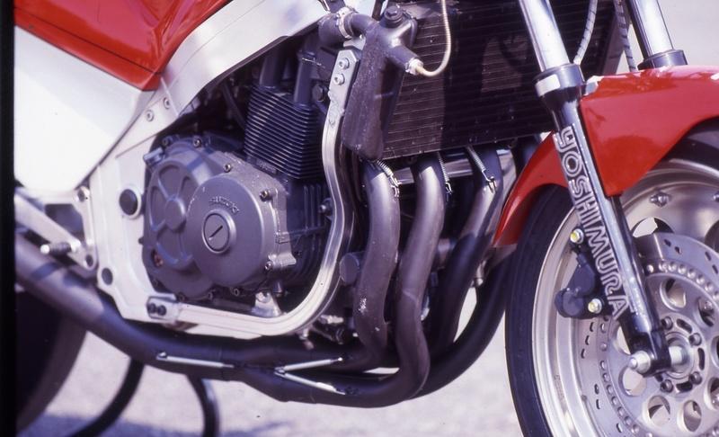 Suzuki GSXR 400  - Page 2 Img_1810