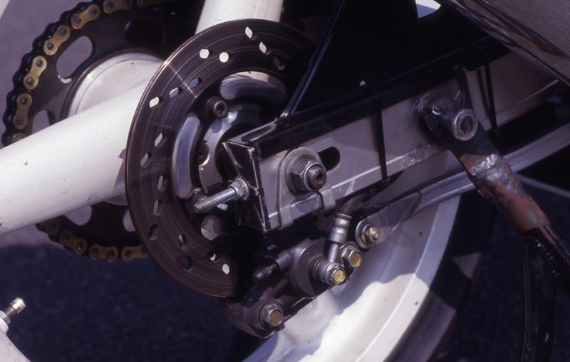 Suzuki GSXR 400  - Page 2 Img_610