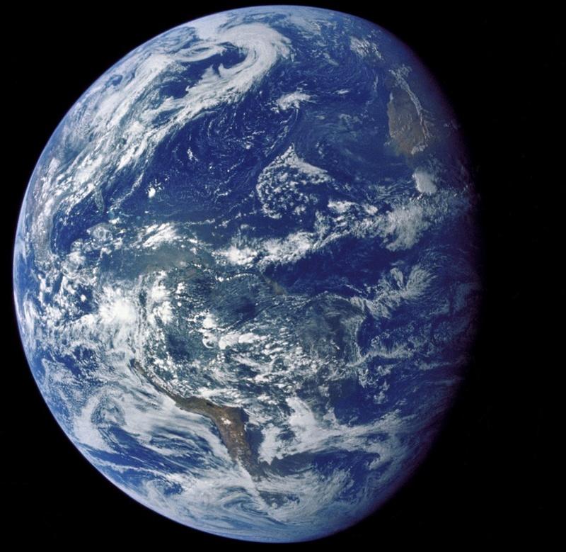 La vraie couleur des planètes qui tournent autour du soleil. Earthf10