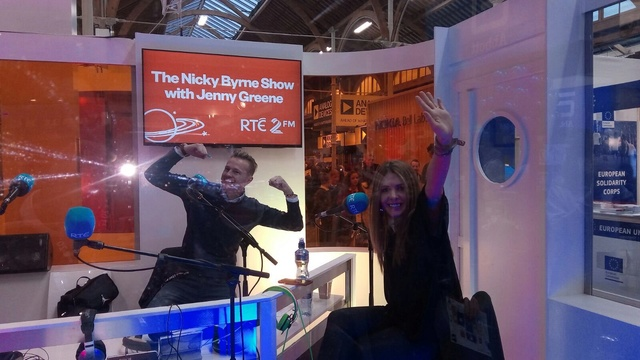 Nicky y Jenny desde la BT Young Scientist & Technology Exhibition 012210