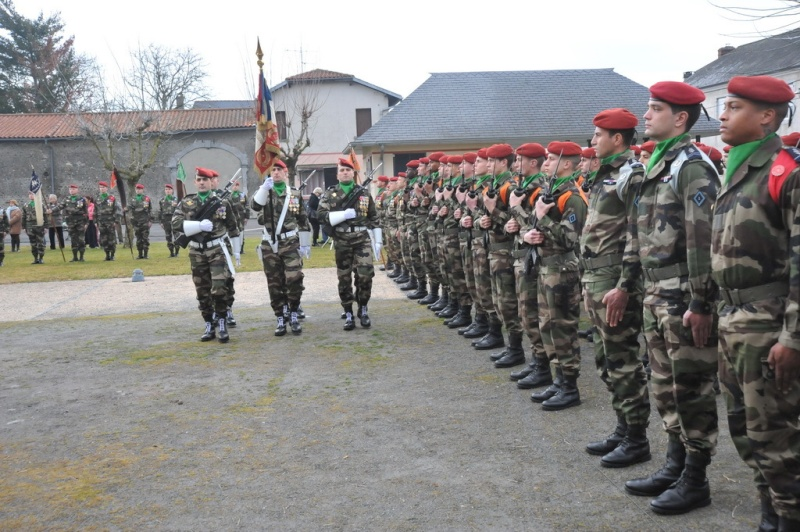 1er RHP présentation de l'étendard des engagés volontaires mairie de Pujo 7 janvier 2011 Claude11