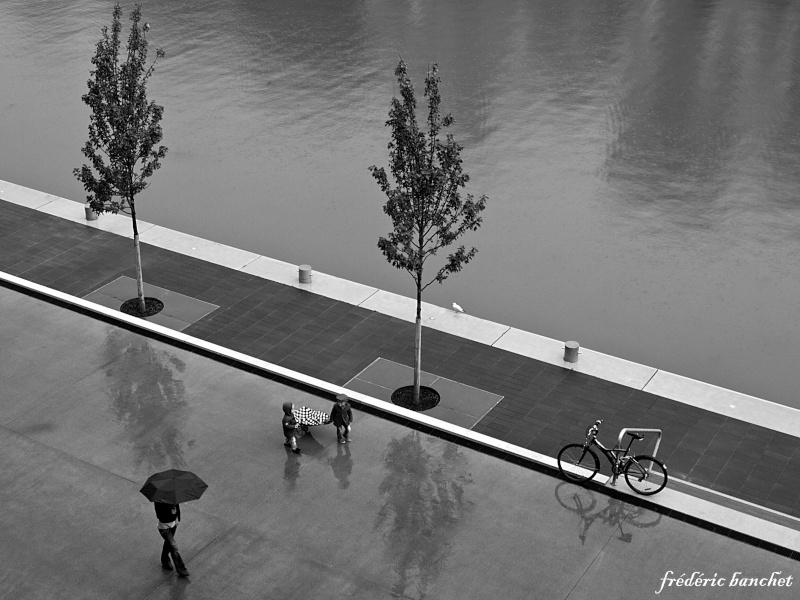 un jour de pluie, au bord de l'eau Un_jou10