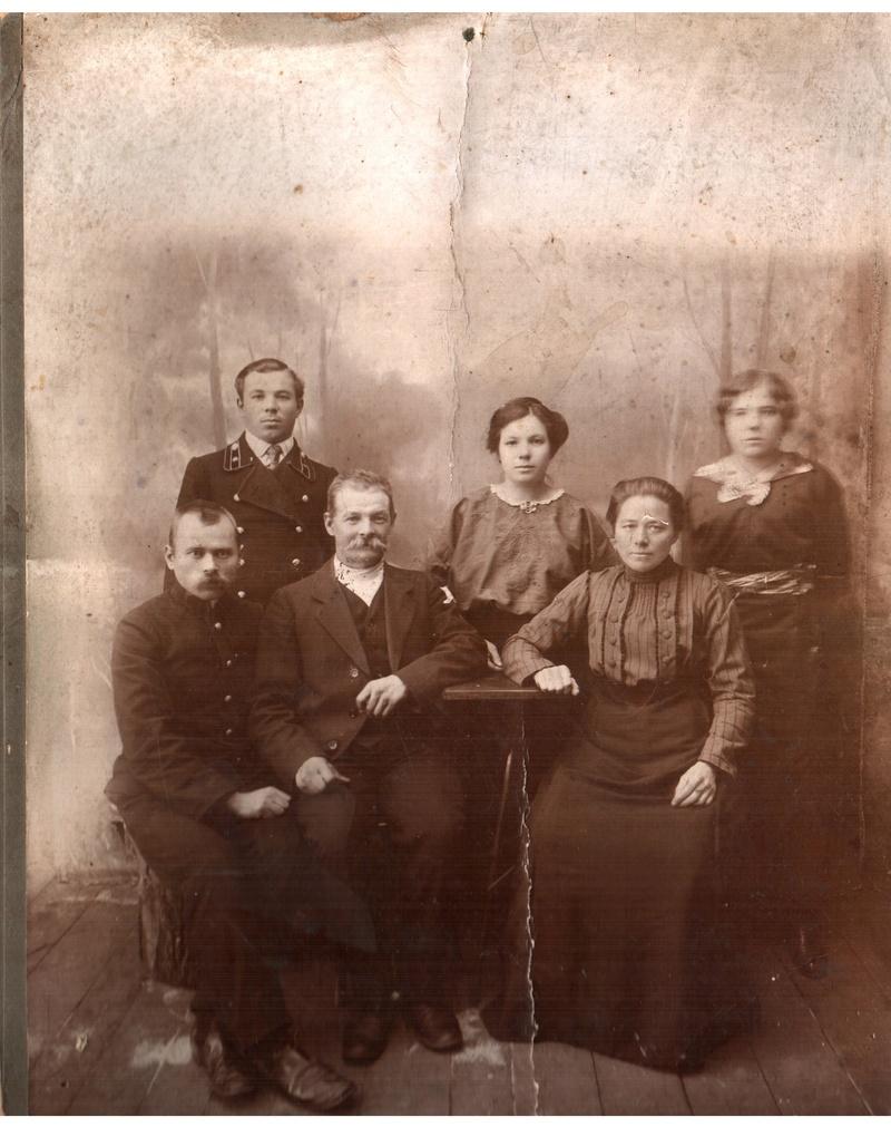 Фотографии с которых смотрят наши предки.... 110