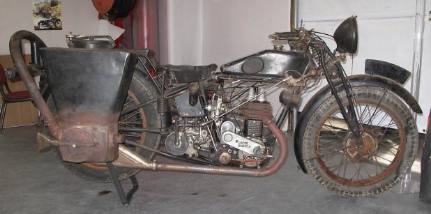Le GAZOGENE et la voiture des français de 39 à 45 Gnome-10