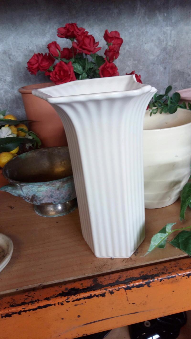 Hall vase in sad state Img_2012