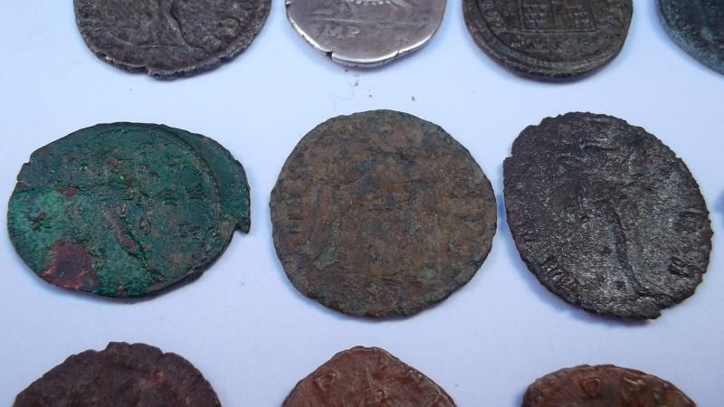 [VENDU] Lot de 25 monnaies romaines  Sam_0632