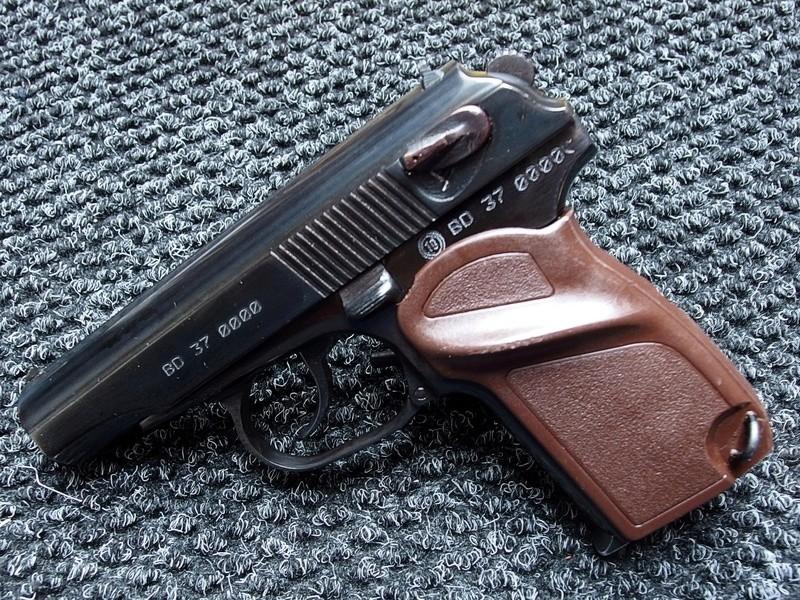 Makarov / Пистолет Макарова P1150010