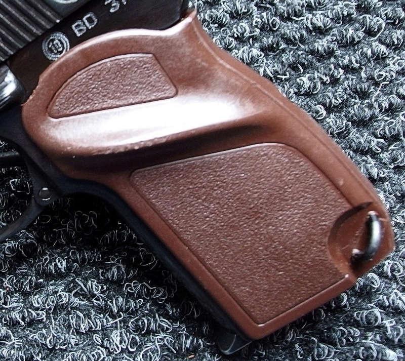 Makarov / Пистолет Макарова P1150011