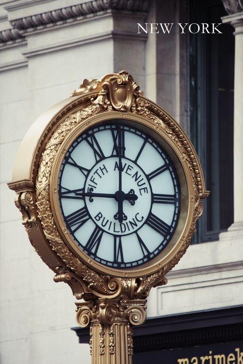 Reçu un beau diapo....Les horloges et pendules des rues..... - Page 43 07ad7010