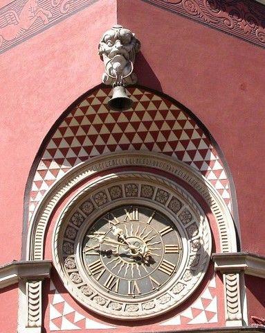 Reçu un beau diapo....Les horloges et pendules des rues..... - Page 43 082f4110