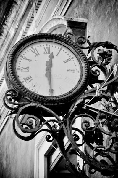Reçu un beau diapo....Les horloges et pendules des rues..... - Page 41 0ad96510