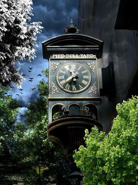 Reçu un beau diapo....Les horloges et pendules des rues..... - Page 44 19df5510