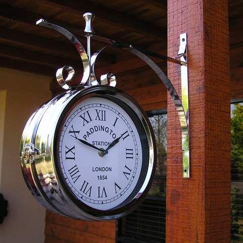 Reçu un beau diapo....Les horloges et pendules des rues..... - Page 42 20f04e10