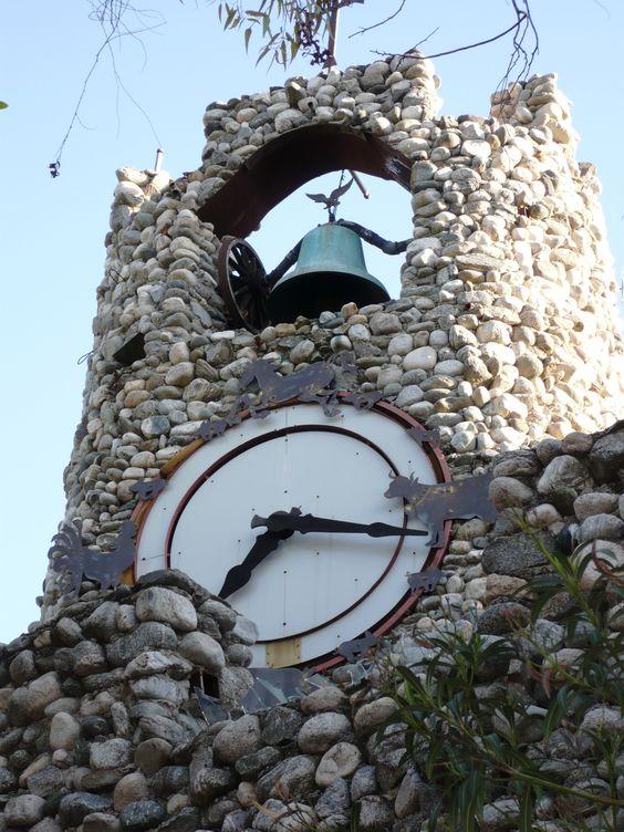 Reçu un beau diapo....Les horloges et pendules des rues..... - Page 44 254b8410