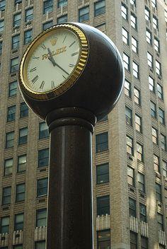 Reçu un beau diapo....Les horloges et pendules des rues..... - Page 43 2a5f9b10