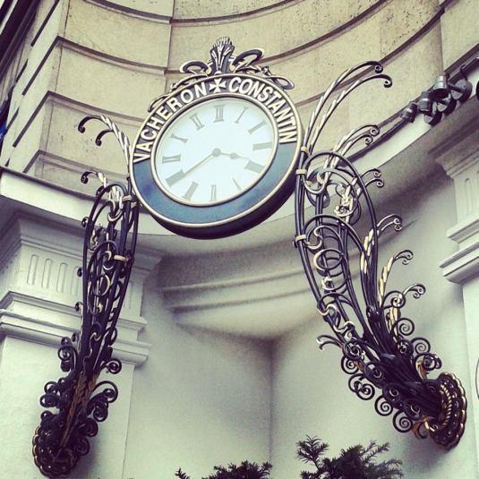 Reçu un beau diapo....Les horloges et pendules des rues..... - Page 43 59022710
