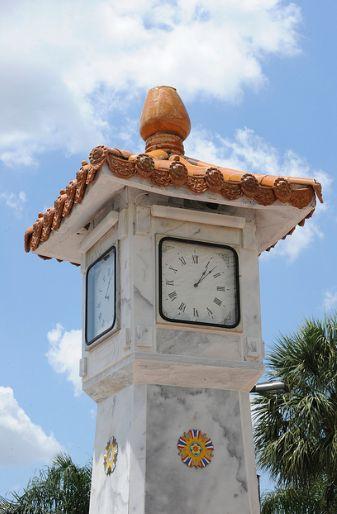 Reçu un beau diapo....Les horloges et pendules des rues..... - Page 44 6a30c910