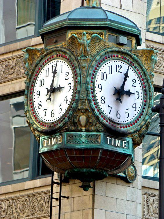 Reçu un beau diapo....Les horloges et pendules des rues..... - Page 42 7e22e410