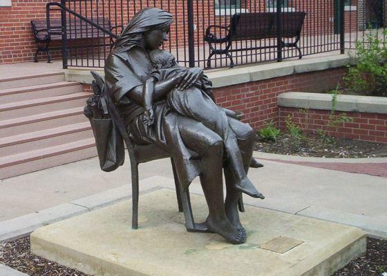 Des statues amusantes ! - Page 9 Ad2a5310