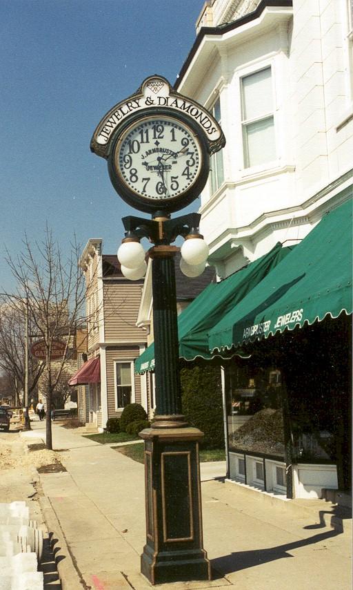Reçu un beau diapo....Les horloges et pendules des rues..... - Page 42 Brown_10