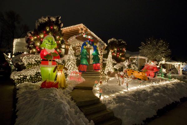 Les illuminations de Noël pour les fêtes 2.015   2.016 ! - Page 12 Christ23