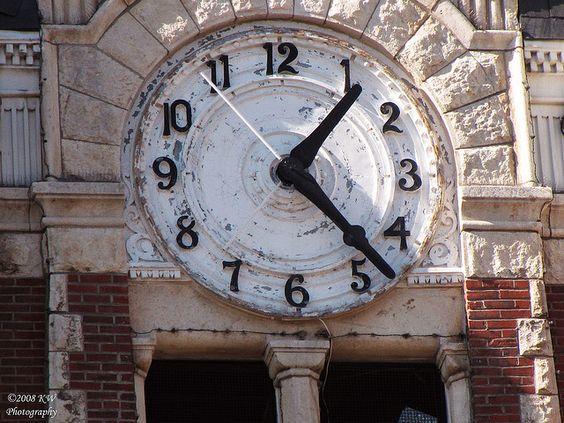 Reçu un beau diapo....Les horloges et pendules des rues..... - Page 41 F449ca10