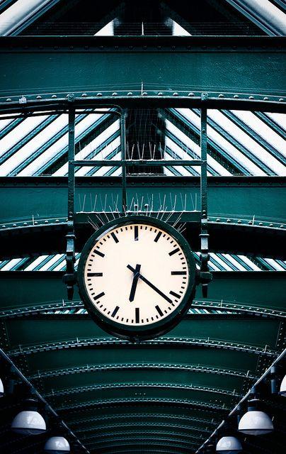 Reçu un beau diapo....Les horloges et pendules des rues..... - Page 42 F4975910