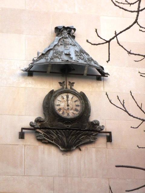 Reçu un beau diapo....Les horloges et pendules des rues..... - Page 42 Horlog10