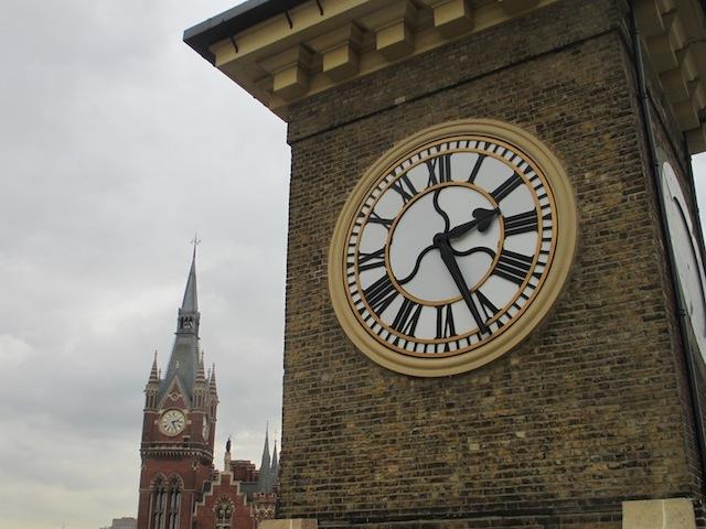 Reçu un beau diapo....Les horloges et pendules des rues..... - Page 43 Kings10