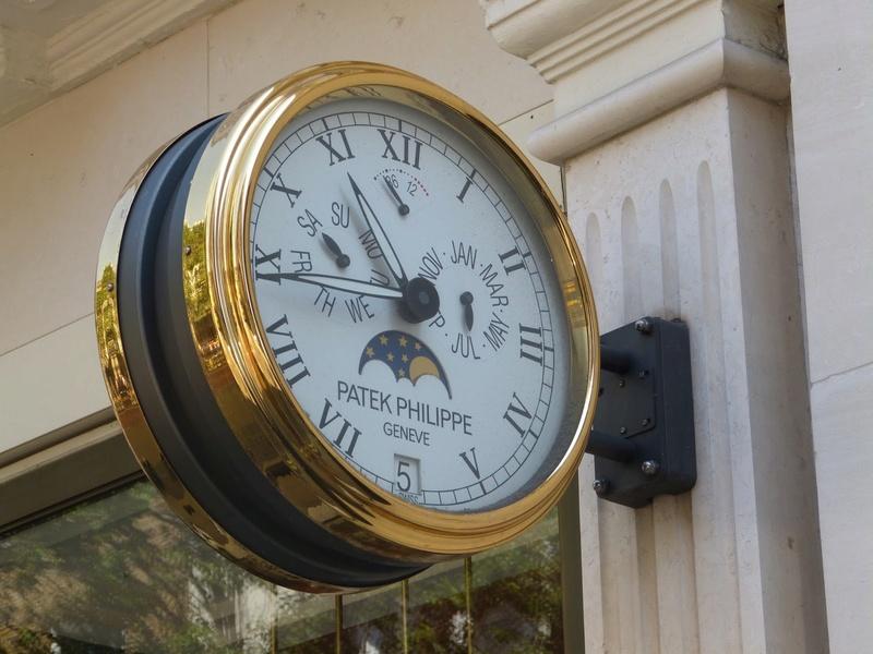 Reçu un beau diapo....Les horloges et pendules des rues..... - Page 42 P1010510
