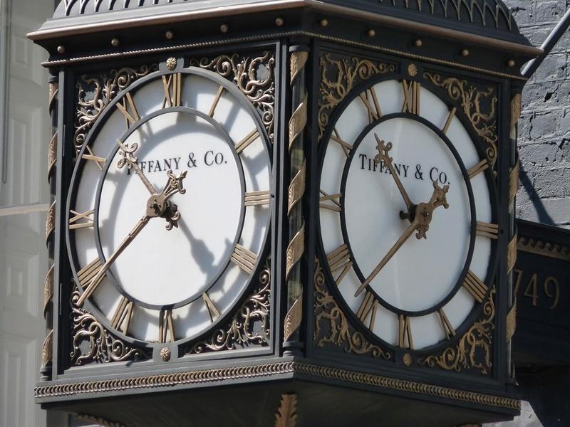 Reçu un beau diapo....Les horloges et pendules des rues..... - Page 43 P1010511